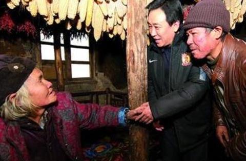 中国最慷慨的慈善家:他36年捐款上百亿,全副身家还给了结发妻子