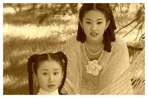 时光如梭美人依旧,刘亦菲舒畅素颜同框,魅力一如既往非凡