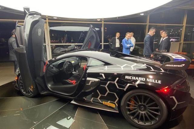 迈凯伦620R实车海外曝光,外观更赛车化