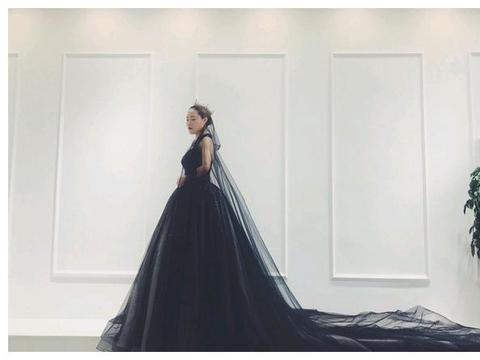 """突然爆红的""""黑纱新娘"""",婚后一年,现在的样子让人不敢认!"""