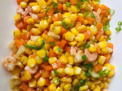 胡萝卜玉米炒虾仁,清鲜好吃,十分钟就搞定