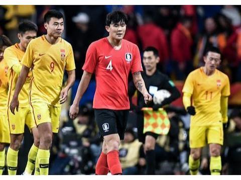 绝望!国足东亚杯2连败!半场24%控球率,全场2射门0射正!