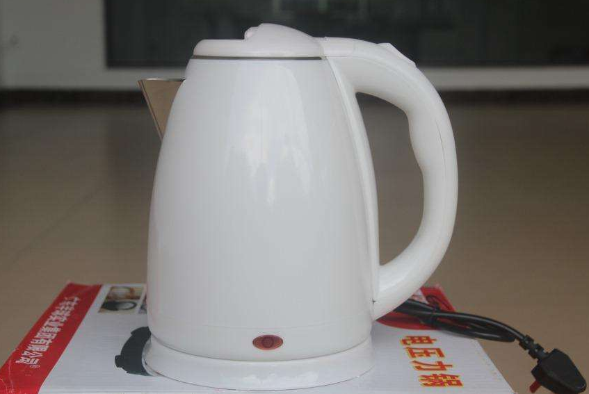 """热水壶是方便,但""""这1类""""别贪便宜买!喝的水出""""问题"""",太坑"""