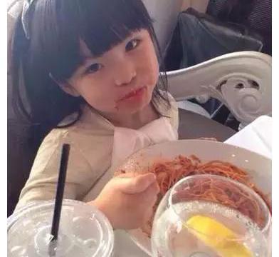 李湘一家每月伙食费7、8万元,网友:终于能理解他们胖的原因了