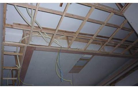 木工吊顶里面电线没有穿线管的危害是什么 木工吊顶要注意什么