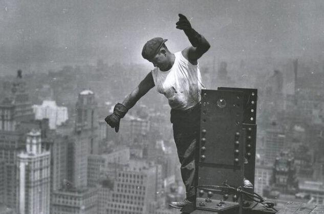 <strong>1931年纽约帝国大厦建筑工地:工人在没有</strong>