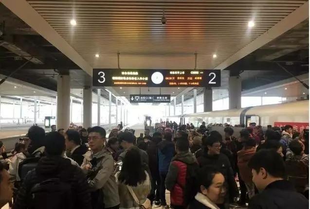 因贵阳冰雪天气影响 成贵高铁多趟动车停运