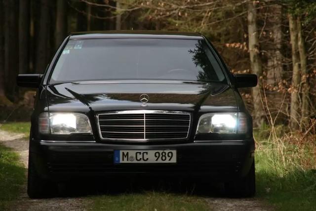 雷克萨斯LS500这款车怎么样?看后方知差距,加价提车的人并不傻