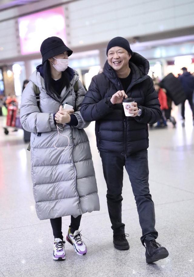 姚晨不受凌潇肃夫妇影响,与老公曹郁现身机场有说有笑,含情脉脉