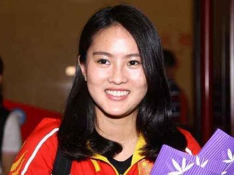 跳水皇后,陈若琳27岁,退役考取人大硕士,汉服亮相,网友:真仙
