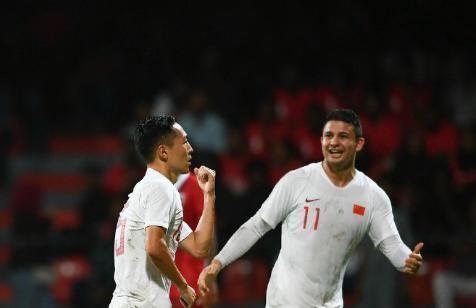 独造2球!吴曦闪耀全明星,进球后第一时间与葡萄牙巨星拥抱庆祝