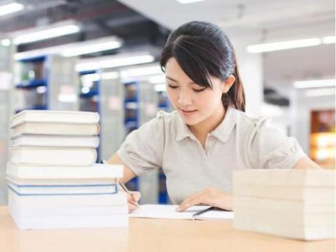 明明教师工资要以公务员工资为参照,何故老师的年终奖要打折