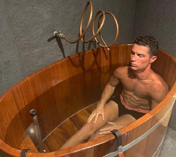 34岁C罗太自律,半裸健身水中蛟龙!10年最差数据,逼他逆生长