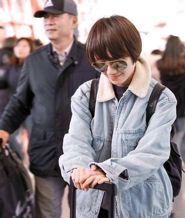 同样穿羊羔绒牛仔衣,袁泉简约文艺,倪妮活力甜美,Mai酷感满溢