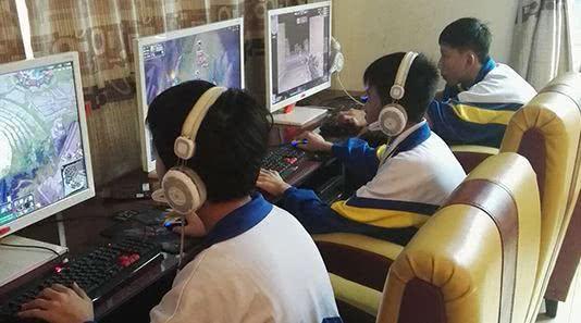 小学生兄妹牵手跳楼疑因玩游戏 专家呼吁父母多陪伴监督