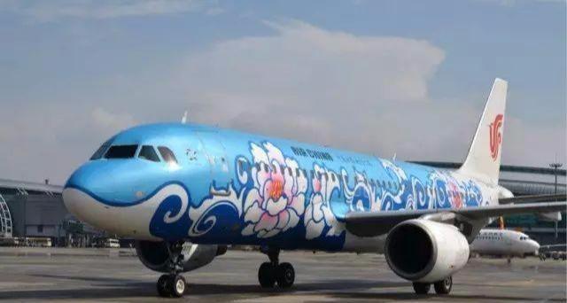 航空摄影师们把昔日在杂志上也难得一见的彩绘飞机呈现给你