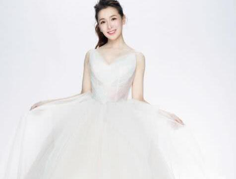 53岁包小松结婚,小13岁主播女友晒婚纱照报喜:迈入人生新阶段