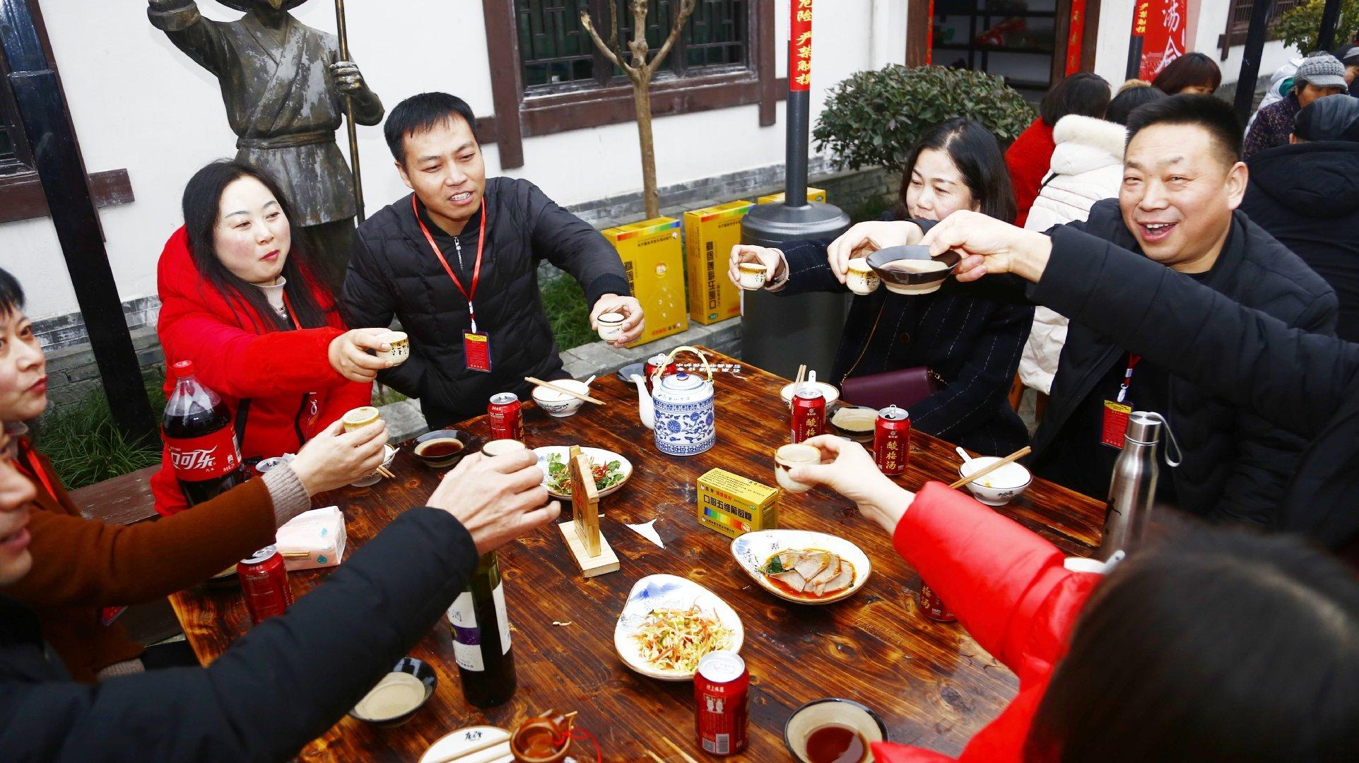 红红的庖汤会浓浓的大年味 石泉汉水庖汤会好看好吃又好玩