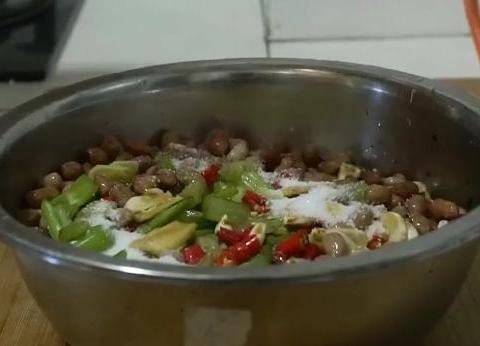 芹菜的新吃法,不炒不煮不蒸,爽脆香辣,太美味了,天天吃都不腻