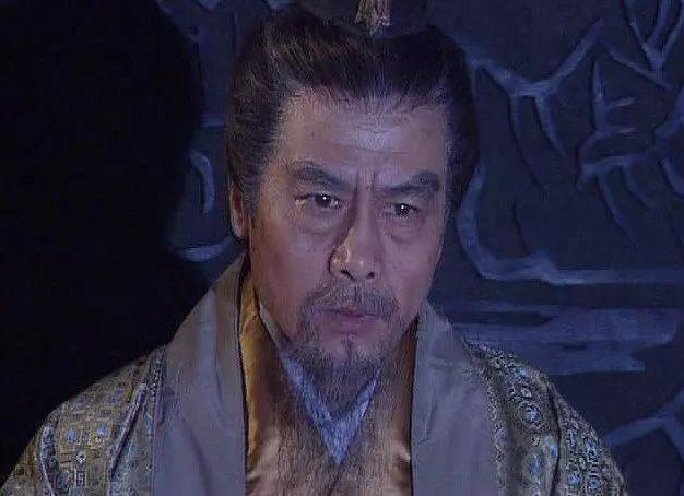 """曹操靠""""摸金校尉""""筹集军费,那以""""织席贩履""""的刘备军费哪的?"""
