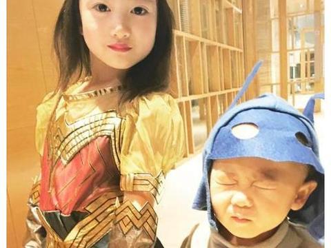 奥莉有时尚感,与李安琪合影独自摆造型,李小鹏儿子走搞笑风