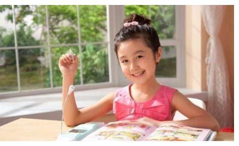 """当年火遍全中国的""""点读机""""女孩,如今都即将进入大学"""