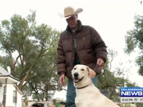 狗狗误触手枪扳机导致俄克拉荷马州一名女性大腿中弹受伤