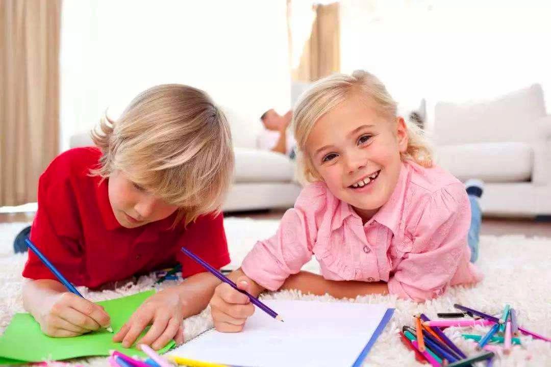 孩子喜欢画画却不喜欢上绘画班?