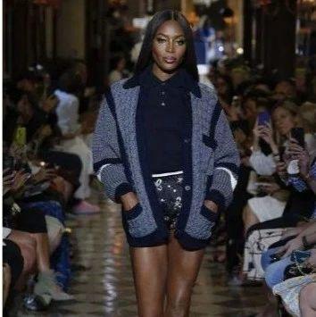 时尚圈儿 丨说模特职业生涯短的,看看50岁的黑珍珠Naomi