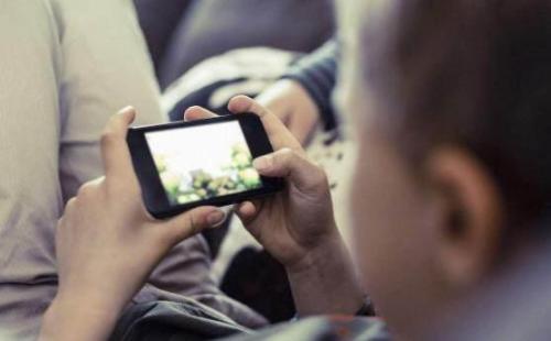 """""""孩子要手机,不买就哭"""",买可以但这些要提前说清楚"""