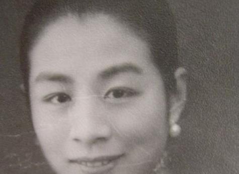 他是中国第一位哈佛留学生,和妻子领养一女,养女却怀了他的孩子
