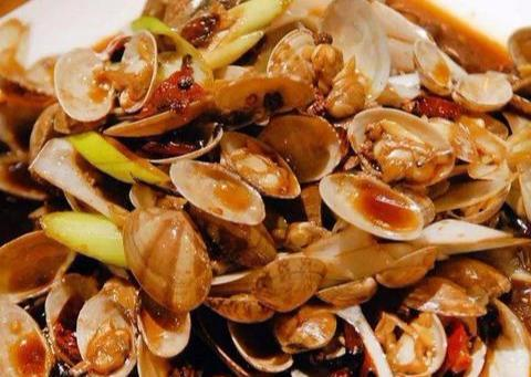 辣炒花蛤:传统而不失美味,麻辣鲜香,还牵出了许多豪言与诳语