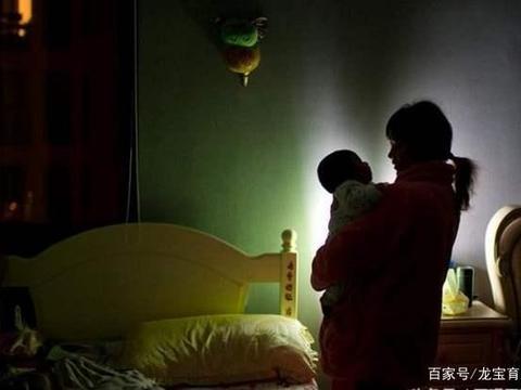 新生男婴颅内出血,只因爷爷一个举动,网友:无知毁了宝宝的一生