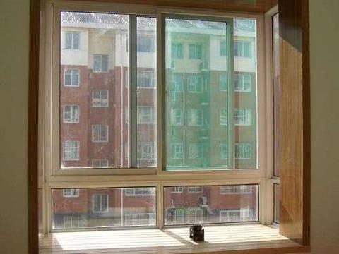 窗户滑道灰尘多太脏了,教你一招就能干净如初,简单方便又快捷