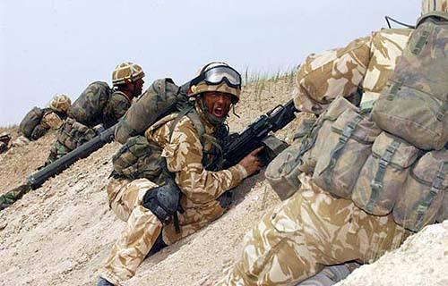 50名英军特种部队潜入伊拉克,秘密撤离侨民,英国首相咒骂特朗普