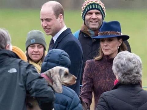 剑桥公爵夫妇罕见陪女王参加礼拜