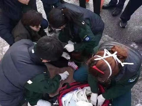 雪后小心摔伤,市急救中心一上午接待摔伤患者46例,老年人居多