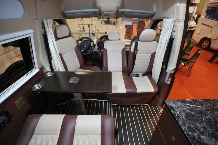 爱旅途2020款大通V80全新布局B型(纵置上下铺)房车