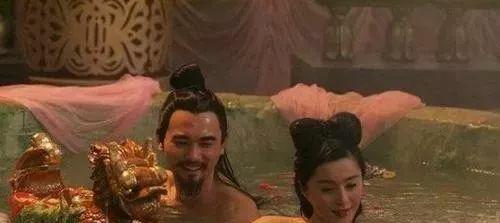 杨玉环给安禄山洗澡,唐玄宗听后为何还很高兴?原因其实很简单!