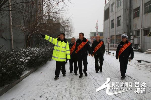 启动平安春运 交警同行---孝义大队开展春运交安宣传仪式