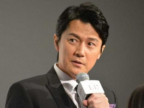 42岁松隆子亮相东京,裙子显胖但气质温婉,被福山雅治夸演技好