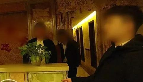 男子举报妻子所供职的某会所暗藏色情服务!因深夜里的一条短信