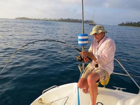 """男子从海里钓出一条""""鞋印鱼"""",仔细瞧看后发现它还能这样"""