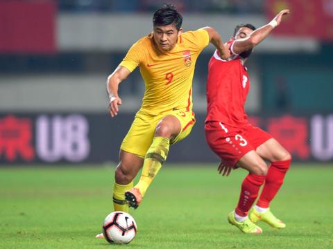 不止骨裂!张玉宁被韩国球员踢伤后又被老伤缠身,回归时间再延长