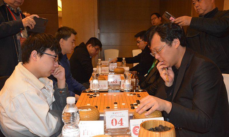 组图:第33届晚报杯全国业余围棋锦标赛鏖战株洲