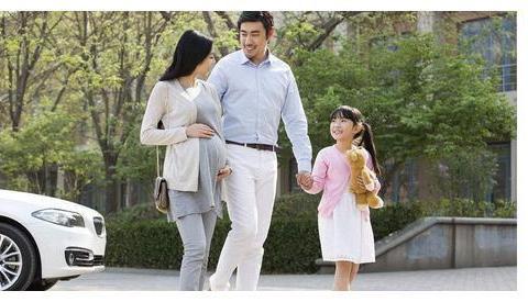 冬季地面湿滑不利孕妇出行,春节将至,孕晚期妈妈该如何安全度过
