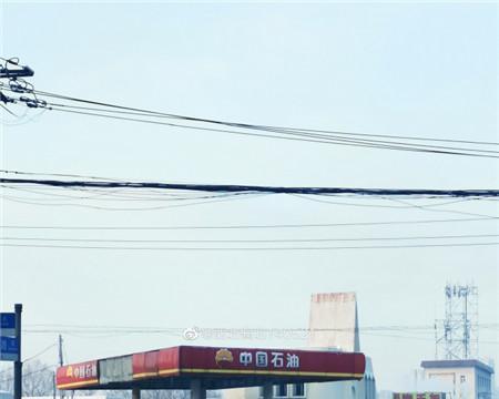 协警寒冬中帮司机推车 长春路人拍照发微博点赞!