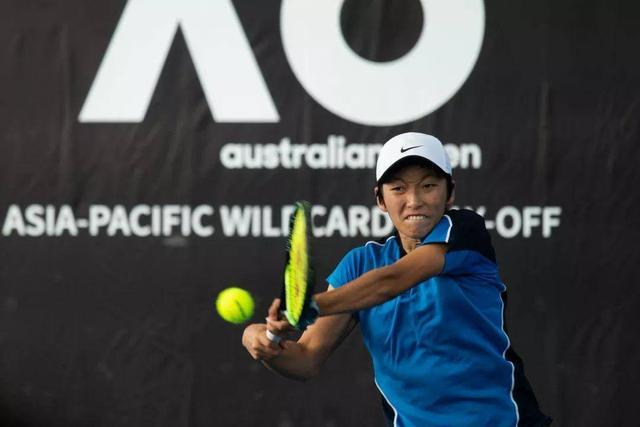 雾霾笼罩澳网开打,中国12人选手出击资格赛,女单两人提前出局