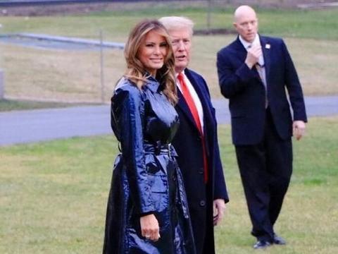 """50岁梅拉尼娅厉害!穿风衣硬勒出""""蚂蚁腰"""""""