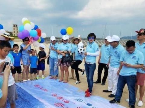 脱衣庆祝的中国女足第一人,腹肌让男足汗颜,退役创建足球学院